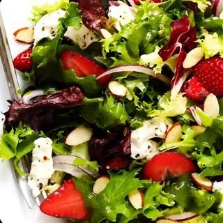 Cách làm Salad dâu tây rau xanh