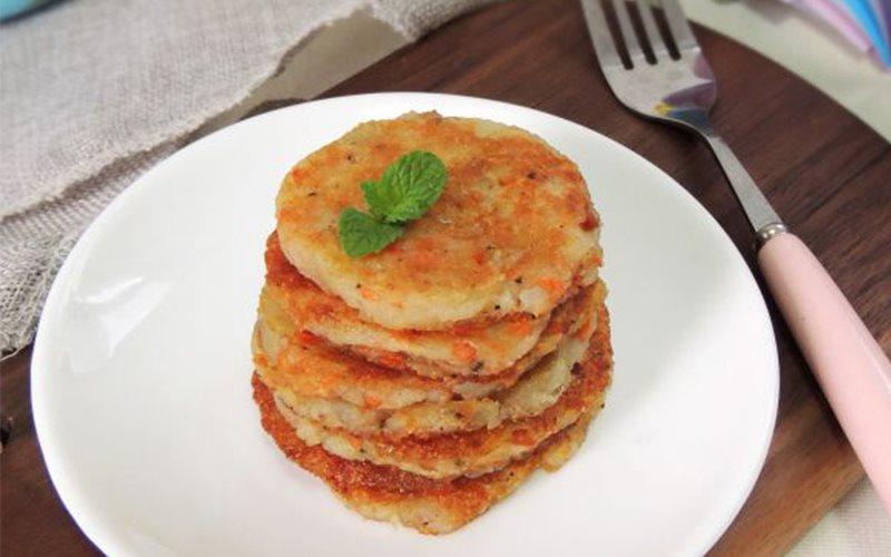 Cách làm bánh cá khoai tây nghiền chiên áp chảo