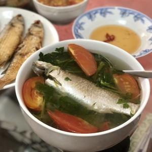 Cá đối nấu ngót và chiên xù