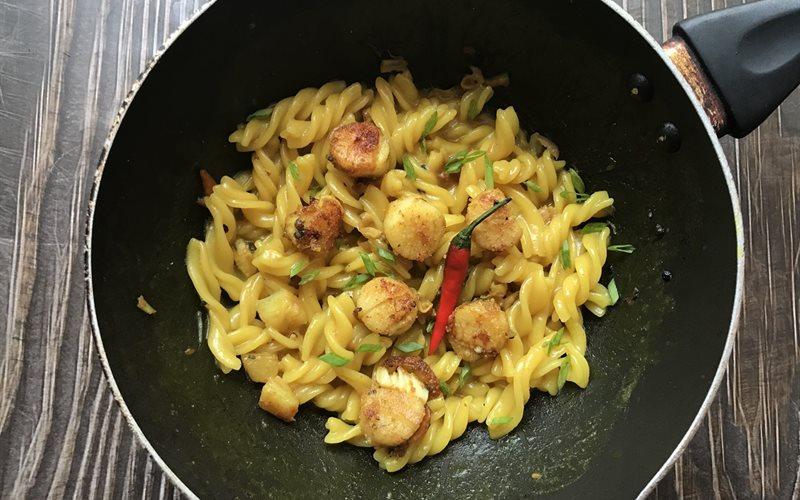 Cách làm pasta cà ri sò điệp áp chảo
