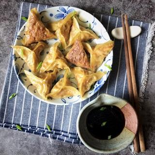 Cách làm hoành thánh kimchi đậu hũ chay chiên nước