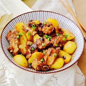 Sườn hấp khoai tây