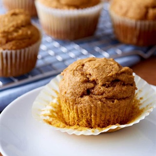 Cách làm Bánh Muffin Bí Đỏ xốp dẻo thơm ngon tại nhà