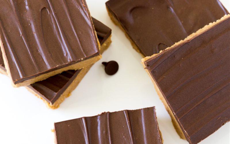 Cách làm Bánh Bơ Đậu Phộng Phủ Chocolate không cần nướng