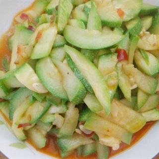 Cách làm Bí Ngòi Xào Tỏi sốt ớt đậu cay cho bữa ăn kiêng