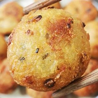 Cách làm Bánh Củ Sen Chiên Giòn Béo lạ miệng cho bữa tiệc