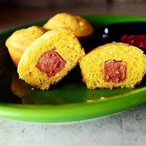 Bánh muffins bắp xúc xích