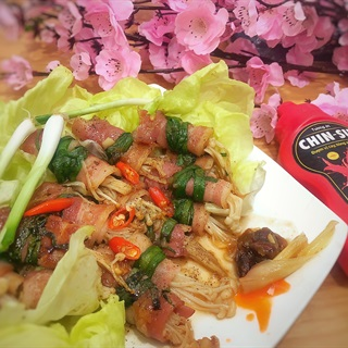 Cách làm Thịt Ba Rọi Cuộn Nấm Kim Châm Sốt Me ngon lạ