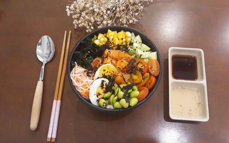 Cách làm Poké Salad Cơm Nhật Cá Hồi Sống đơn giản thanh mát