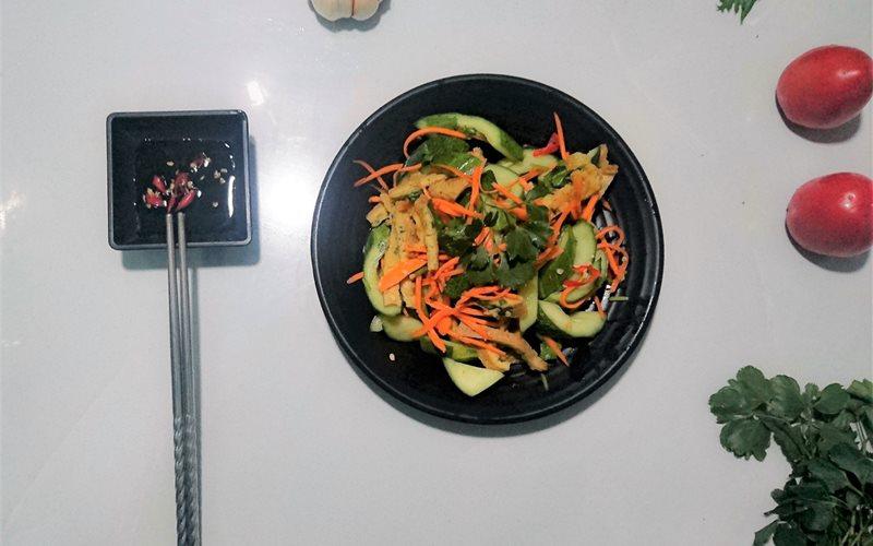 Cách làm Salad Dưa Leo Trứng Gà thanh mát bổ dưỡng