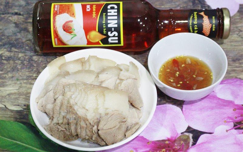 Cách làm Thịt Luộc Chấm Nước Mắm cuốn bánh tráng ngày Tết