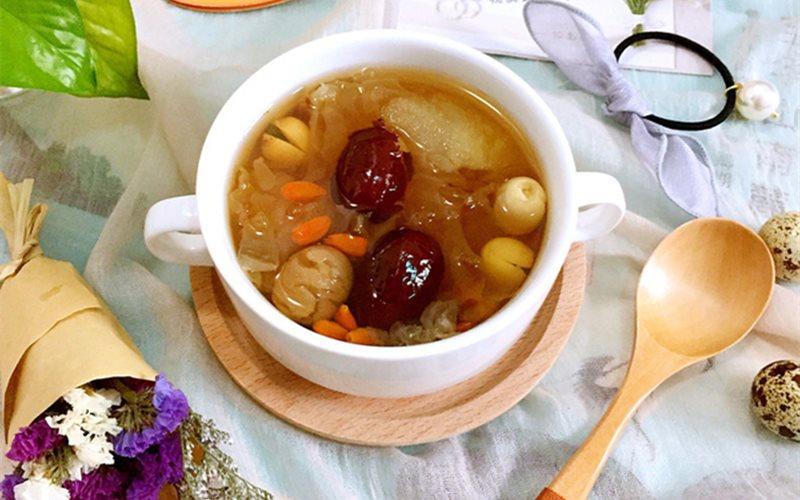 Cách nấu Chè Nấm Tuyết Táo Tàu hạt sen ngọt mát bổ dưỡng