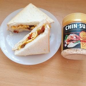 Sandwich kẹp trứng cà chua