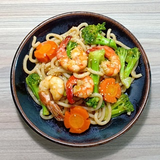 Cách làm Mì Udon Xào Tôm Bông Cải cho bữa cơm gia đình