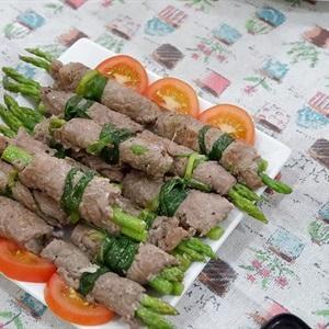 Thịt bò cuộn măng tây đơn giản