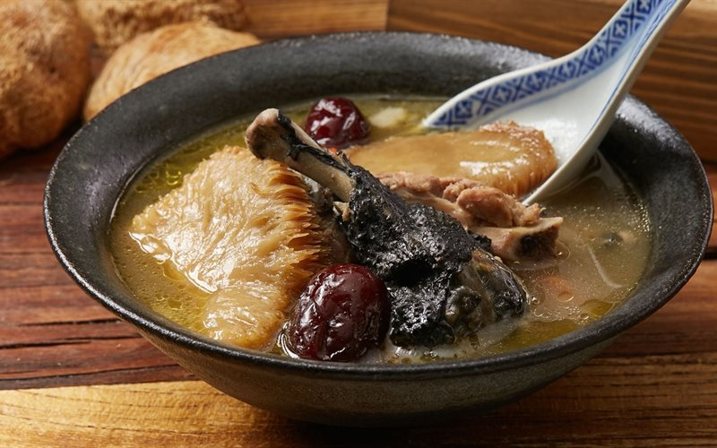 Cách nấu Súp Gà Ác Nấm Đầu Khỉ siêu bổ dưỡng, cho phái mạnh