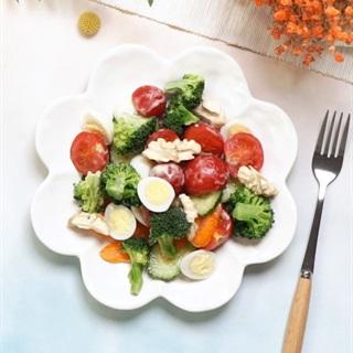 Cách làm Salad Rau Củ Và Hạt Óc Chó cho nàng giảm cân