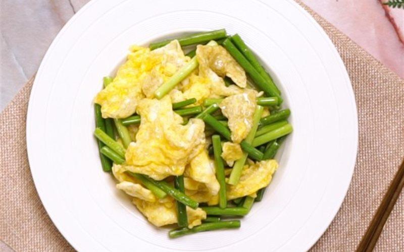 Cách làm Trứng Xào Hẹ bùi thơm, hấp dẫn cho bữa cơm nhà