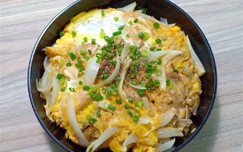 Cách làm Cơm Gà Sốt Trứng - Oyakodon đơn giản cho bữa sáng