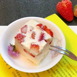 Cách làm Thạch Sữa Dừa Dâu Tây mát lạnh, giải nhiệt mùa hè
