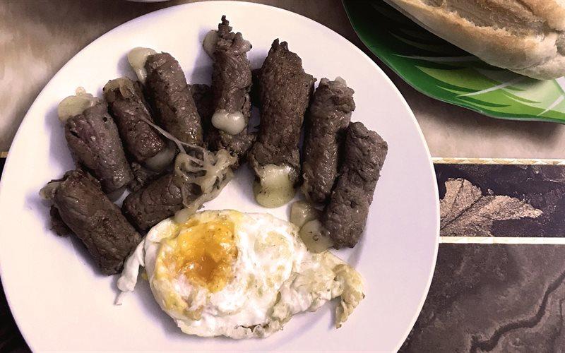 Cách làm Bò Cuộn Phô Mai Sốt Cà thơm ngon chuẩn vị Pháp