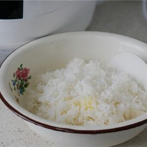 Cơm cuộn chà bông sốt XO