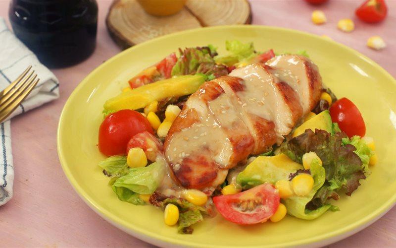 Cách Làm Salad Gà Sốt Mè Rang Đơn Giản Ngon Miệng