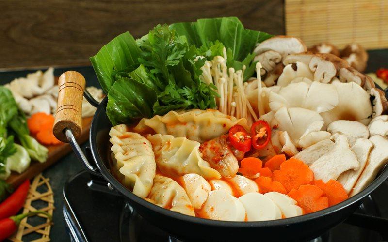 Cách Nấu Lẩu Mandu Kim Chi Hàn Quốc Thơm Ngon Khó Cưỡng