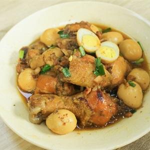 Gà kho trứng cút nước dừa