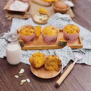 Bánh muffin bí ngô hoa quả nhiệt đới