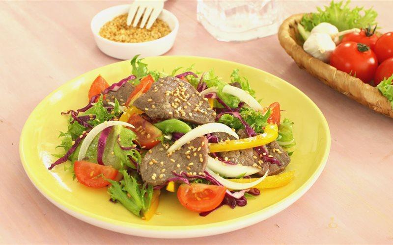 Cách Làm Salad Bò Sốt Dầu Giấm Tươi Mát Cho Mùa Hè