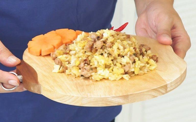 Cách Làm Cơm Chiên Thịt Heo Đơn Giản Cho Bữa Sáng