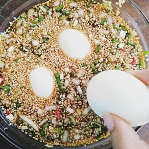 Trứng gà ngâm nước tương mè