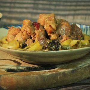 Thịt nạc dăm kho dưa cải chua (Công thức gia truyền)