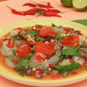 Salad tôm sống trứng muối sốt chua cay