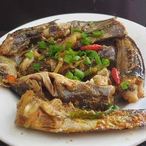 Cá ngát kho nghệ