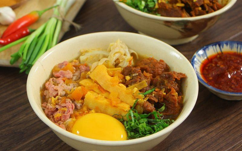 Cách Nấu Bún Măng Bò Trứng Lòng Đào Hương Vị Vừa Lạ Vừa Quen