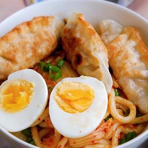 Mì Udon xào kimchi cay
