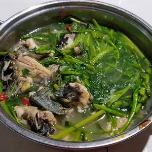 Canh chua cá ngát nấu rau muống