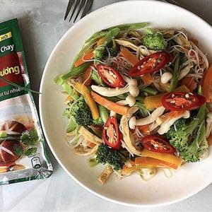Bún gạo xào chay cùng rau nấm