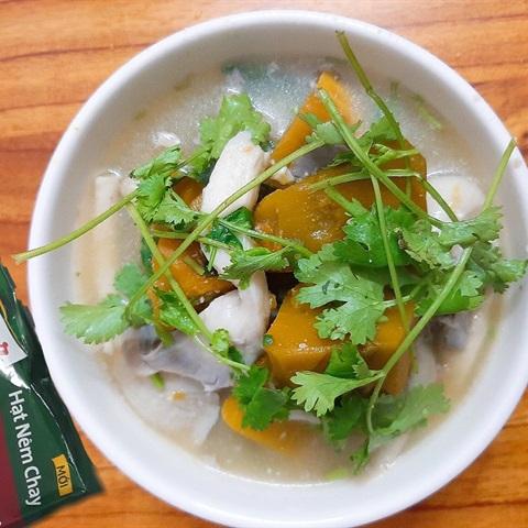 Canh bí đỏ hầm đậu