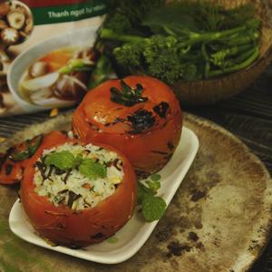 Cơm chiên hạt điều ấp cà chua