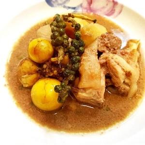 Gà nấu pate tiêu xanh
