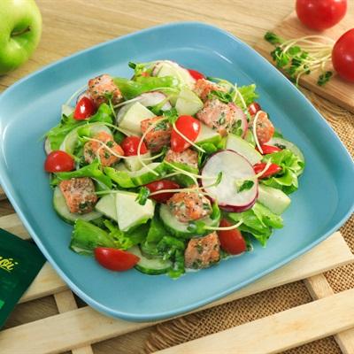Salad táo cá hồi sốt sữa chua