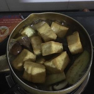 Cà tím om nấm và khuôn đậu
