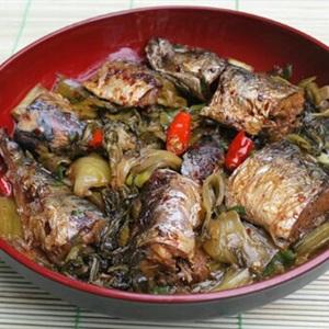 Cá nục chuối kho cải chua
