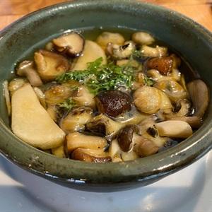 Nghêu & Ốc Hương nấu dầu Olive kiểu Tây Ban Nha