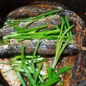 Cá nục chuối kho mắm ớt