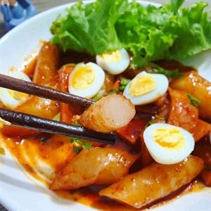 Bánh gạo Hàn Quốc làm từ bánh tráng nhúng Việt Nam