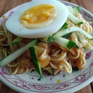 Mì trứng sốt tương đen đơn giản